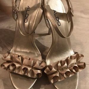 Aldo like new gold shoes